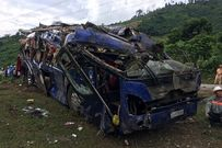Vụ lật xe khách làm 14 người thương vong: 'Quanh tôi, hàng chục người nằm la liệt, kêu cứu'
