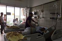 Rơi nước mắt cảnh con trói cha vào giường bệnh trong phòng cấp cứu