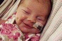 Em bé bị ruột nằm ngoài da sống sót kỳ diệu bất chấp lời cảnh báo của bác sĩ