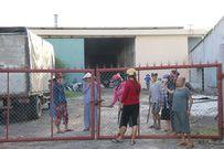 Cơ sở bột liệm tử thi bốc mùi hôi thối, dân bao vây phản ứng