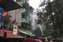 Cháy nhà 4 tầng ở Trần Khát Chân, khói đen cuộn kín trời