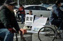 Cha già quỳ giữa phố rao bán thận để cứu con trai bị bạo bệnh
