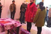 Không có chú rể, cô dâu vẫn một mình tổ chức lễ cưới