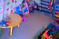 Không chịu ngủ trưa, bé gái 9 tháng tuổi bị cô giáo đá, tát chấn thương sọ não