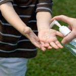 Những mối nguy khi cho trẻ sử dụng nước rửa tay khô mẹ nên biết