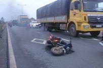 Thiếu nữ hoảng hồn bỏ chạy vì xe máy đang lưu thông bốc cháy