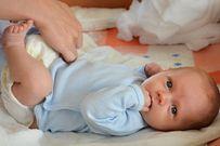 Trẻ sơ sinh bị đi ngoài nhiều lần coi chừng mắc những bệnh nguy hiểm này