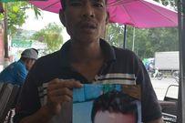Bố quỳ ngoài đường tìm con trai mất tích: Cháu bé đang sống cùng mẹ ruột