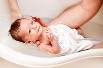 Chia sẻ cách chăm sóc trẻ từ 0 đến 6 tháng tuổi luôn khỏe mạnh, mẹ nhàn tênh