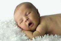 Massage cho trẻ sơ sinh và những lợi ích mẹ không ngờ