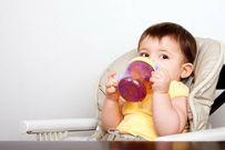 8 điều mẹ cần lưu ý khi tập cho trẻ uống nước trái cây