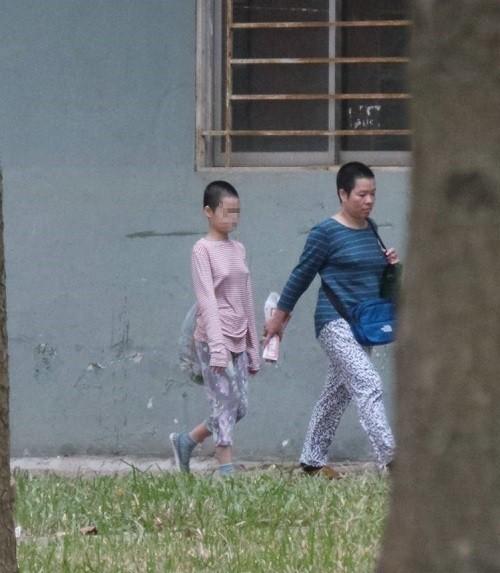 nguyen-nhan-nao-khien-be-gai-11-tuoi-bi-me-giam-long-khong-cho-di-hoc-3.jpg