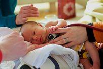 Cách trị trẻ sơ sinh thở khò khè về đêm phòng hen suyễn, viêm tiểu phế quản và bệnh hô hấp