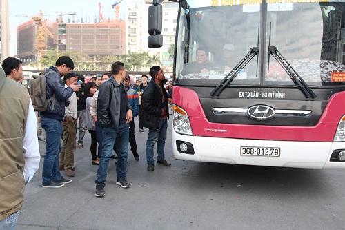 ben xe my dinh vo tran hang nghin nguoi khong tim duoc duong ve que an tet img_5693.jpg