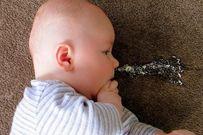 Trẻ bị ọc sữa có nên cho bú lại và cách cho trẻ bú tránh bị ọc sữa