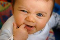 Bé 9 tháng chưa mọc răng có ảnh hưởng gì đến sự phát triển của trẻ?
