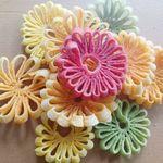 Mẹ đảm chia sẻ cách làm mứt dừa hình hoa cúc ngũ sắc cho Tết thêm rực rỡ